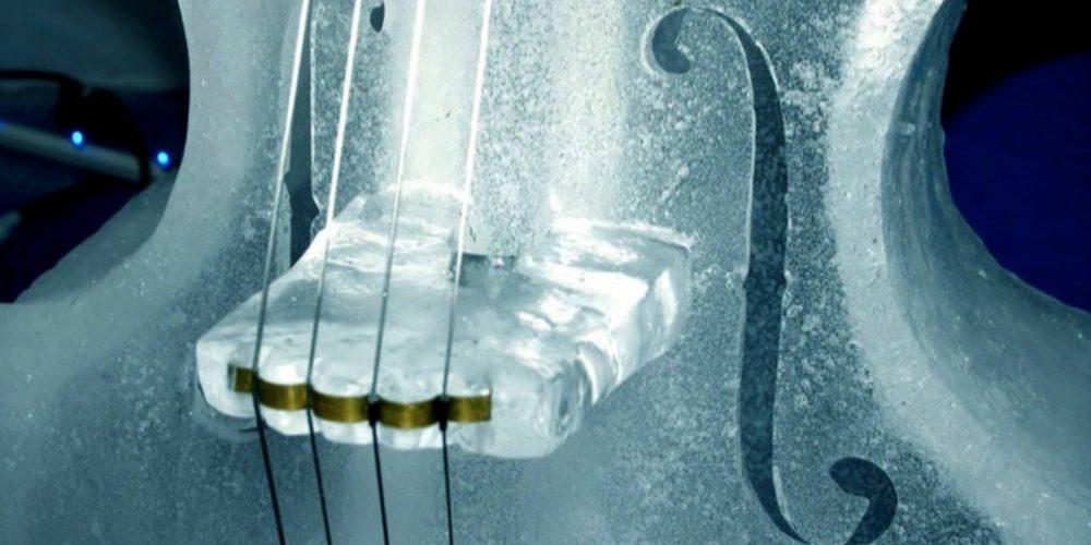 Il violoncello è di ghiaccio: si scioglierà nelle acque di Mondello per salvare l'ambiente